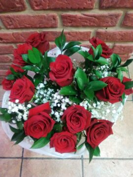 ramo-12-rosas-rojas-48€