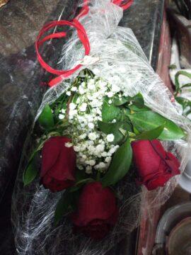 ramo-3-rosas-rojas-12€