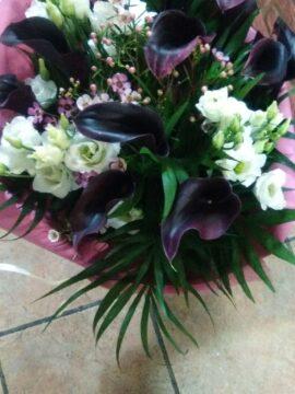 ramo-calas-negras-y-lisiantus-blanco-45€